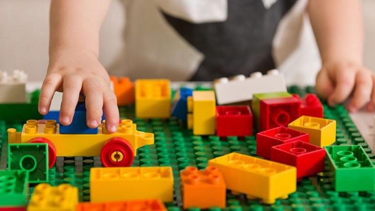 Játékos matematika: A LEGO megtanítja a gyerekeket szorozni és osztani