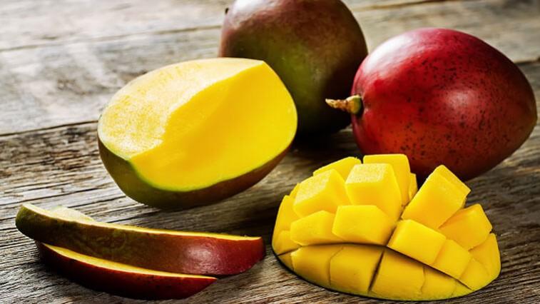 Az érett mangó gyors hámozásának módja