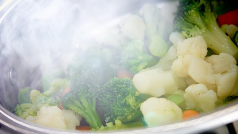 Mítoszok a gőzben főzésről, melyek megfosztják Önt a főzés új lehetőségétől