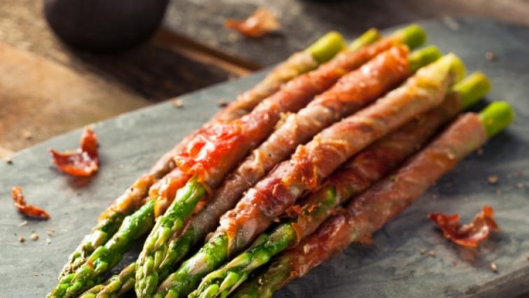 Baconbe csavart spárga grillezve