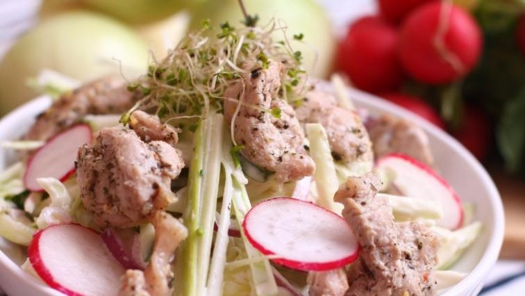 Saláta csirkemellel és retekkel